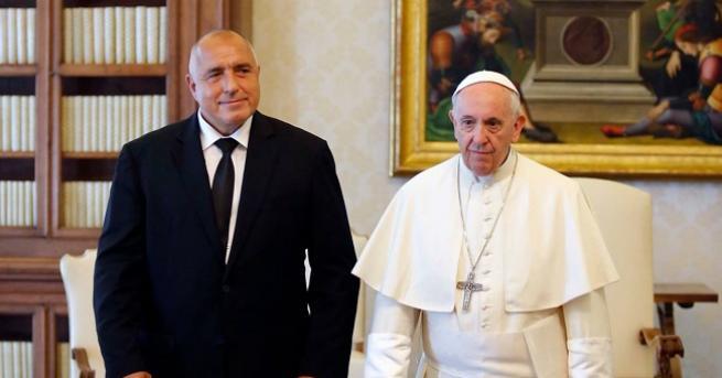 Премиерът Бойко Борисов покани папа Франциск да посети страната ни.