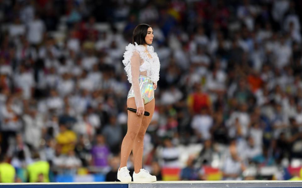 Секси-шоу подгря финала в Шампионската лига