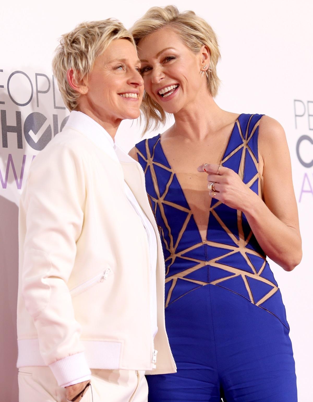 Известната телевизионна водеща Елън Дедженеръс сключи брак с половинката си - актрисатаПорша де Роси, през 2008 г. Тогава Елън бе на 50 г., а Порша на 35 г.