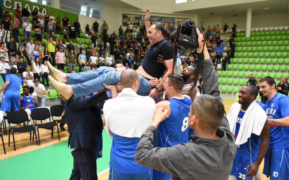 Левски Лукойл драматичен шампион в баскета