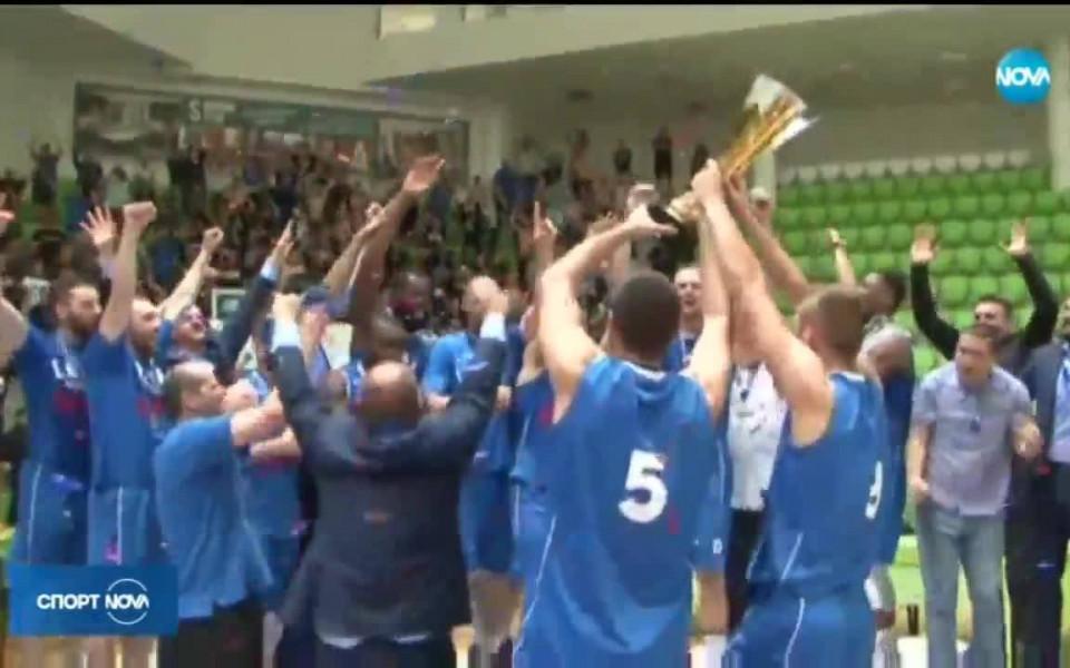 НКП на Левски: Честито, сини шампиони!