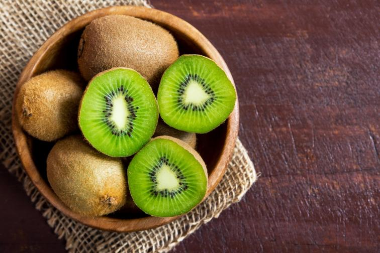 Киви. Проучване сочи, че този плод помага на хората, които са депресирани. Така че едно киви на ден ви снабдява с витамин C и помага да се преборите със стреса.