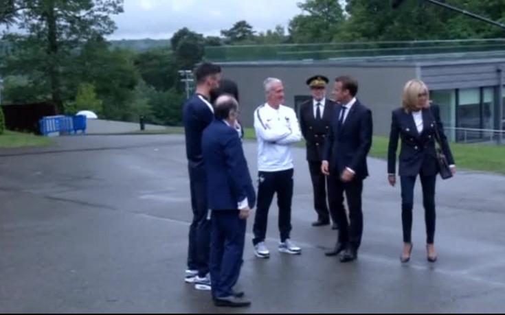 Макрон посети френските национали