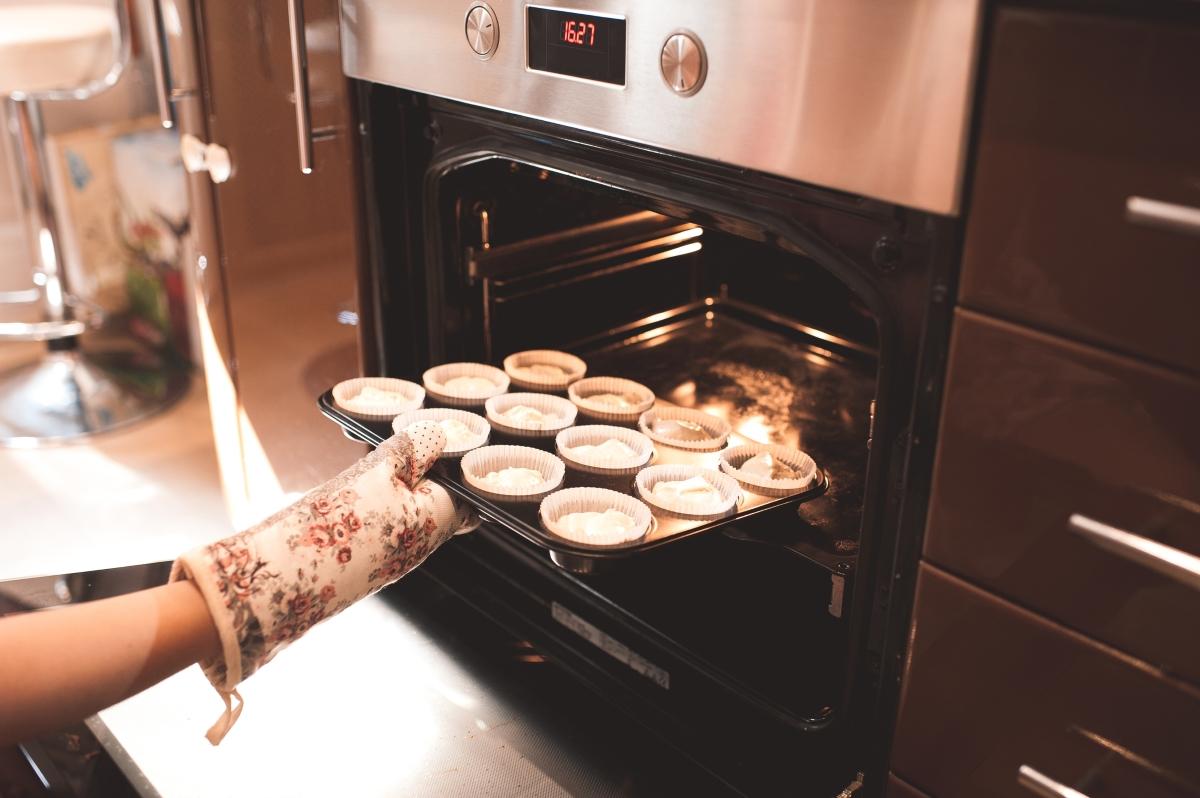 За да запазите температурата вкъщи, по възможност не гответе на фурната или котлоните. И без това през горещия сезон е по-добре да заложите на свежите салати.