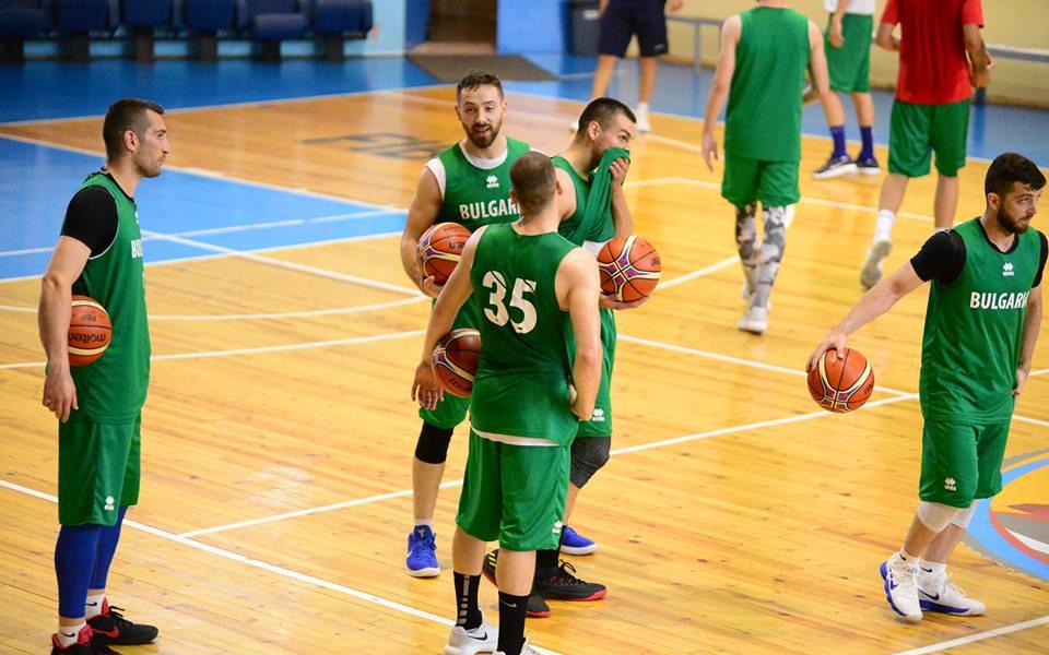 """Баскетболистите гостуват в Дневен център за пълнолетни лица с увреждания """"Света Марина"""""""