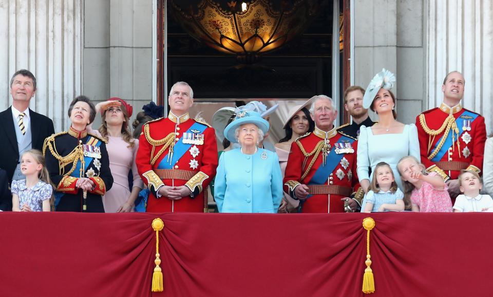 Внуците на кралица Елизабет се забавляваха искрено по време на тържествата по случай рождения ден на прабаба им.
