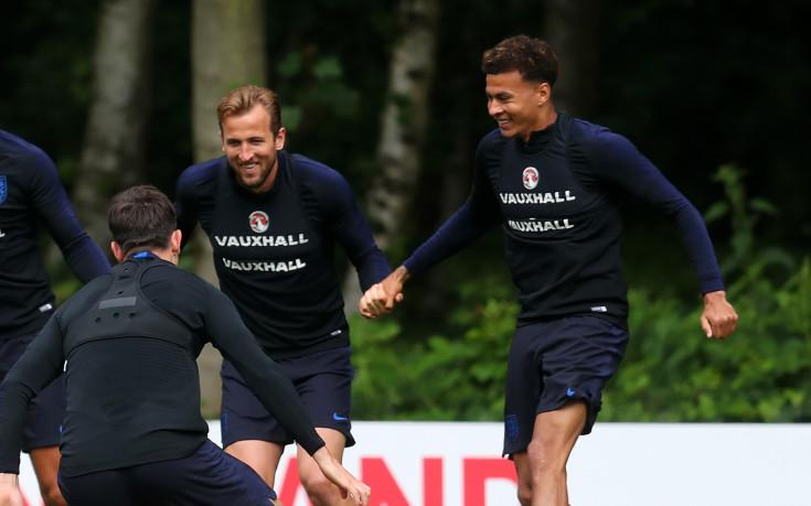 Тони Адамс: Играчите на Тотнъм ще провалят Англия
