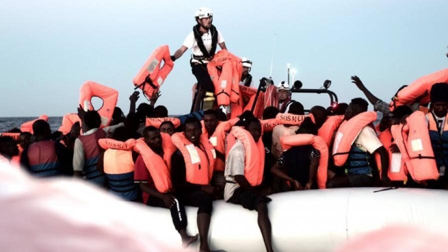 """Голяма фирма за дрехи включи в своя кампания мигрантите от """"Водолей"""""""
