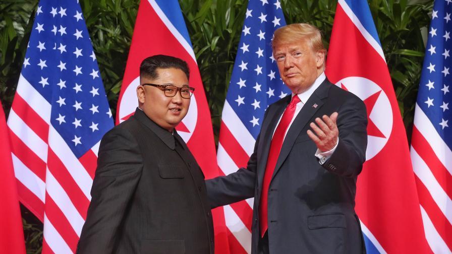 Тръмп удължи с една година санкциите срещу КНДР
