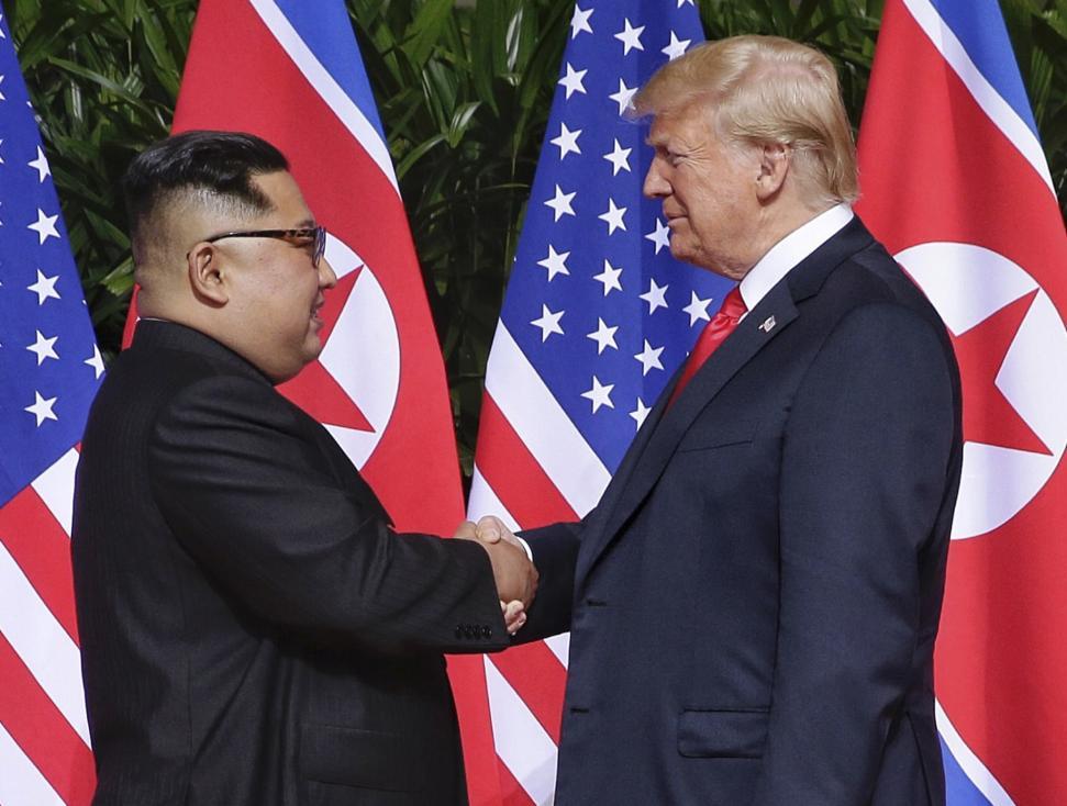 - Историческо ръкостискане между американския президент Доналд Тръмп и севернокорейския лидер Ким Чен-ун се състоя днес в Сингапур. Това е първата...