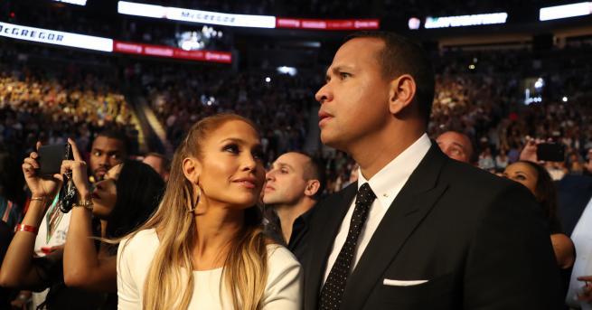 Дженифър Лопес и Алекс Родригесотпразнуваха годежа си в Лос Анджелис