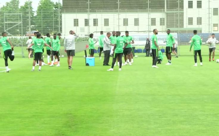 Саудитска Арабия тренира за последно преди мача на откриването