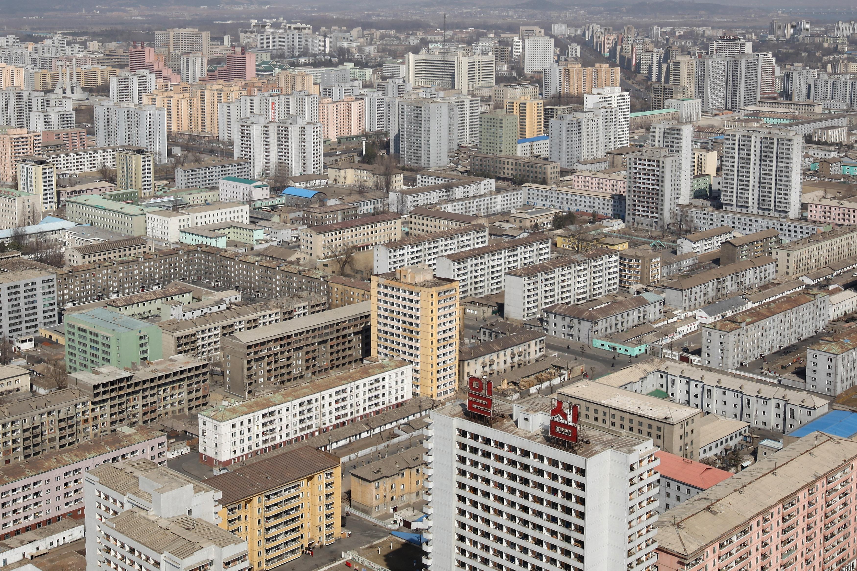 Северна Корея е страна, където живеят и се трудят обикновени хора, и тяхното ежедневие всъщност не е много по-различно от това в държавите от бившия съветски блок в Европа, преди падането на тоталитарните режими в тях.