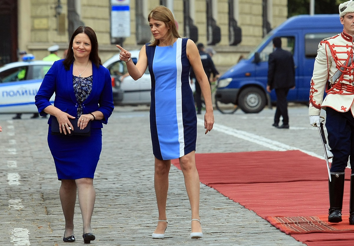 На официално посещение в България е президентът на Република Македония Георге Иванов. Визитата е по покана на българския държавен глава Румен Радев. Първите дами Десислава Радева и Мая Иванова бяха съчетали цветово тоалетите си за срещата в София.