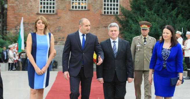 Президентът Румен Радев и съпругата му Десиславапосрещнаха държавния глава на