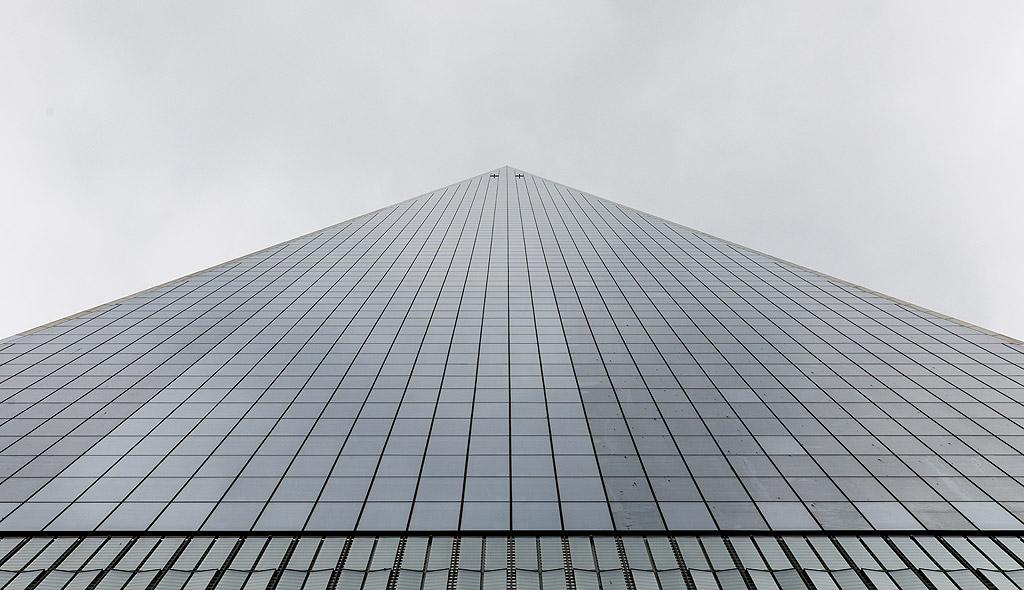 Развитието на технологиите в строителството, особено използването на стоманобетон и високоякостни стомани, както и асансьорите дават възможност за построяване на високи сгради в пъти над съществуващите досега.