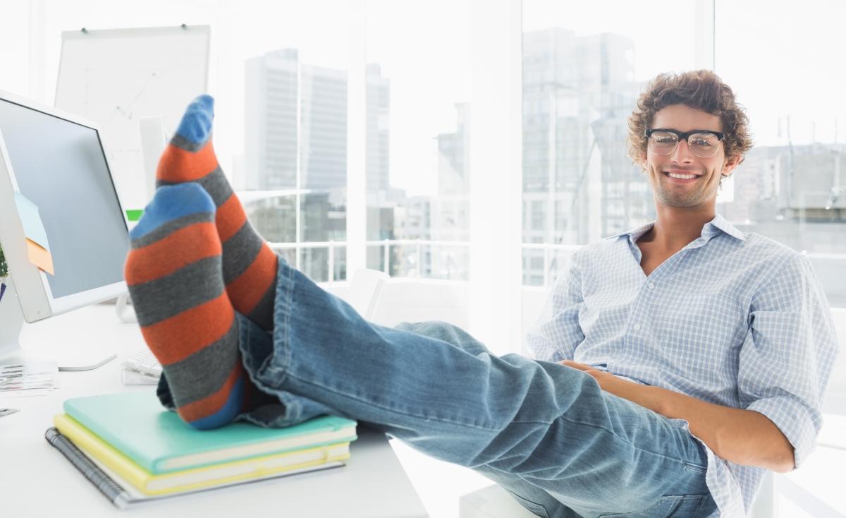 Британците съветват винаги да имате резервен чифт чорапи, в случай, че ви завали за път към офиса.