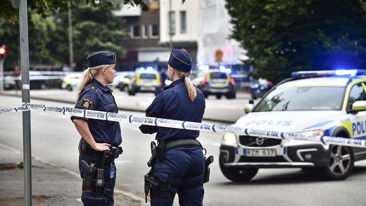 В центъра на шведския град Малмьо снощи избухна престрелка, в която двама бяха убити и трима други бяха ранени