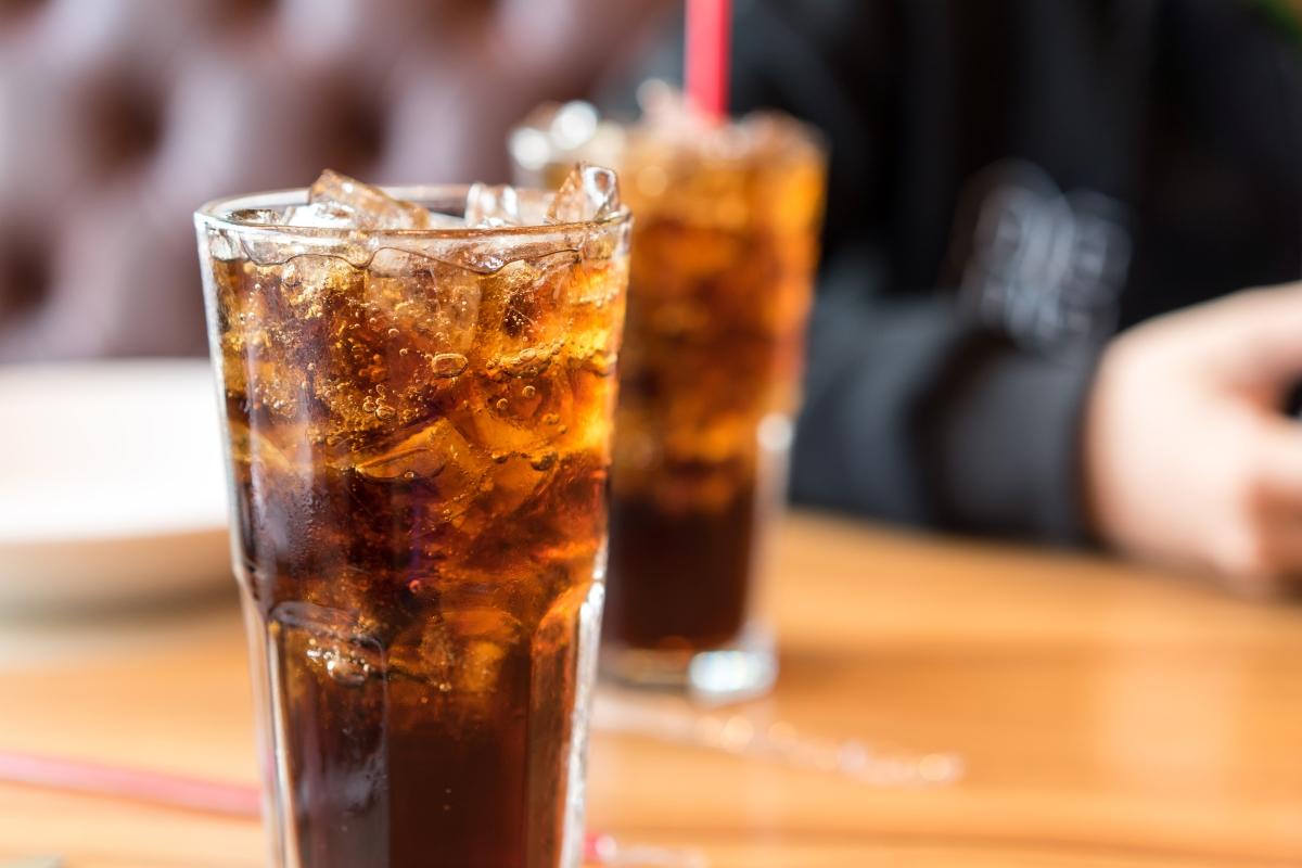 Внимавайте с напитките. Защо? Защото в тях се съдържа много повече захар, отколкото предполагате. Така че - внимателно със соковете, газираното и студените чайове.
