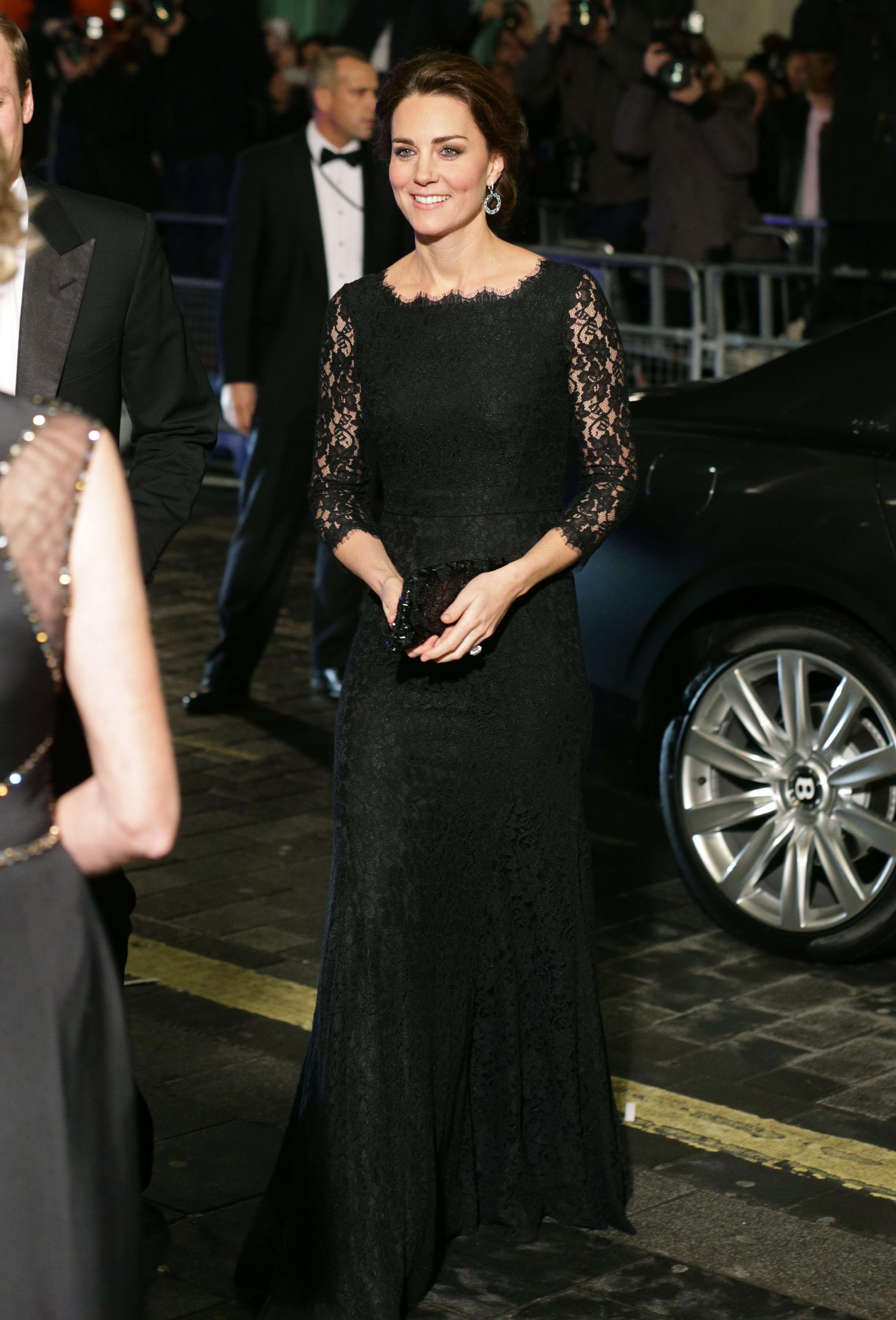 Кейт Мидълтън бе облечена за кралско събитие с тази черна дантелена рокля през 2014 г.