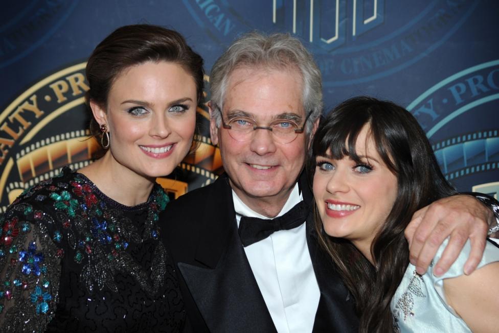 """- Актрисите Зоуи и Емили Дешанел са дъщери на номинирания цели пет пъти за наградата """"Оскар"""" оператор Калеб Дешанел."""