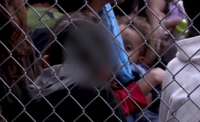 Кадри от САЩ шокираха света – деца в клетки