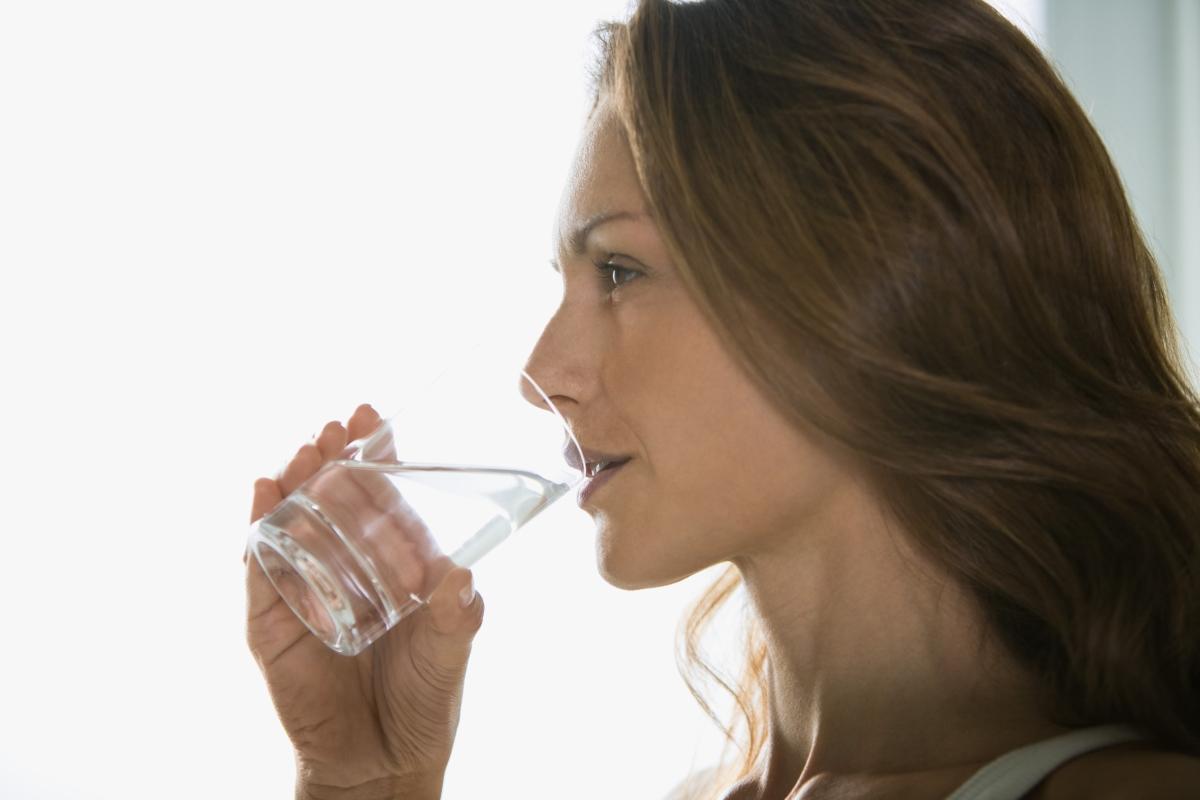 Не забравяйте да пиете вода, след като се събудите.