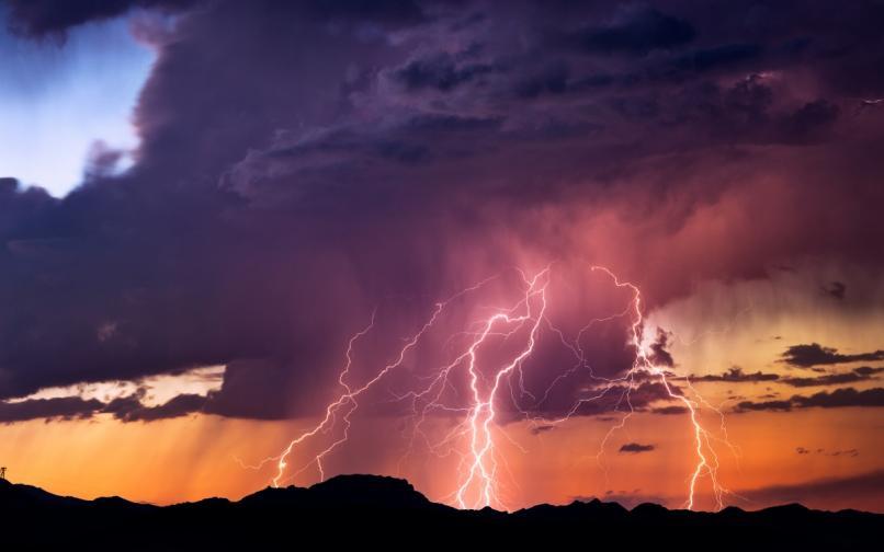 буря гръмотевици светкавици