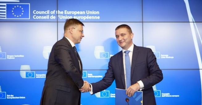 ЕС подготвя въвеждането на общи европейски пенсии. Днес по време