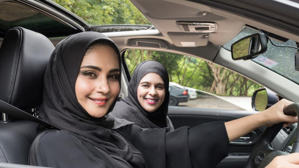 жени Саудитска Арабия кола