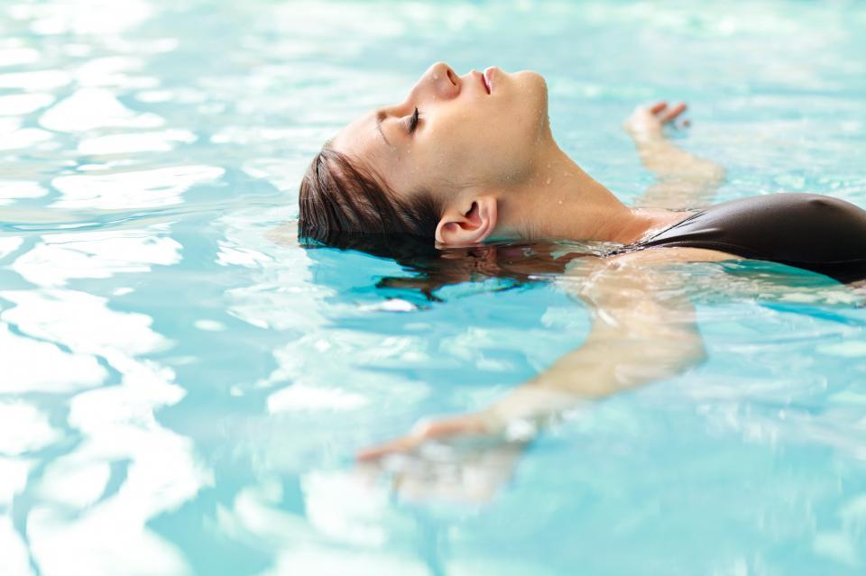 басейн жена лято