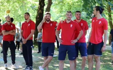 Баскетболните национали откриха спортна площадка в Трудовец