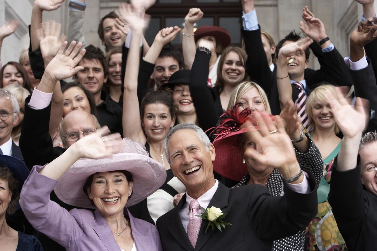 Говорейки за роднини: не е задължително да каните всички роднини на сватбата си, особено тези, които изобщо не познавате.