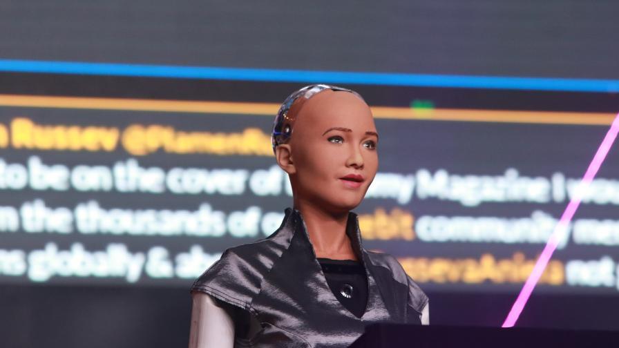 Бъдещето днес е в София - роботът София откри Webit