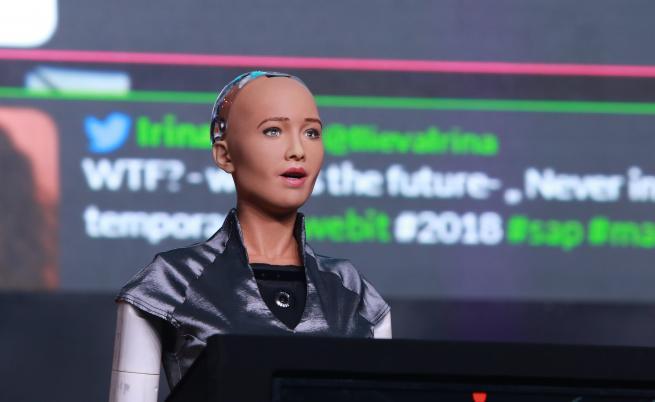 Какво искат жените? Роботът София отговаря от България (ВИДЕО)