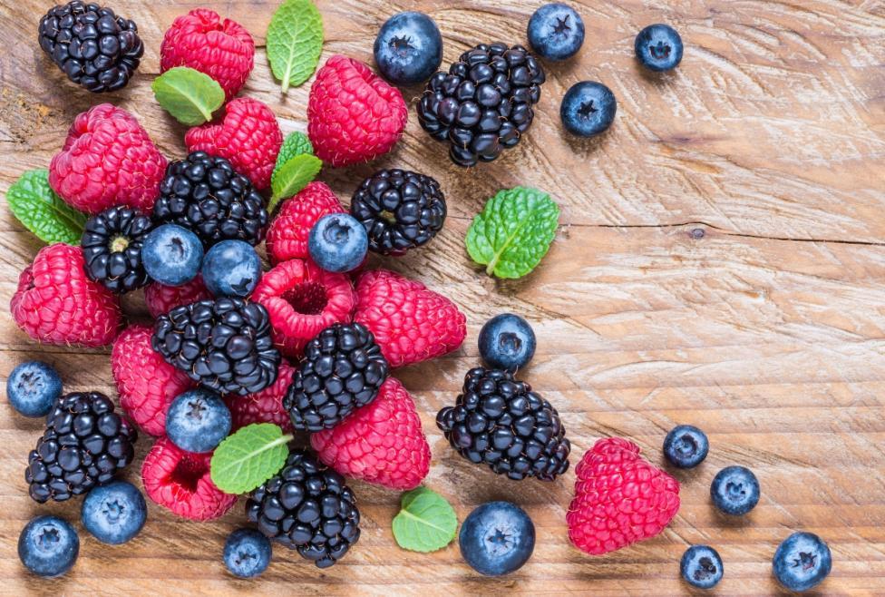 - Горски плодове. Те съдържат фруктова захар и толкова много полезни съставки, че е препоръчително да ги консумирате, колкото се може повече.