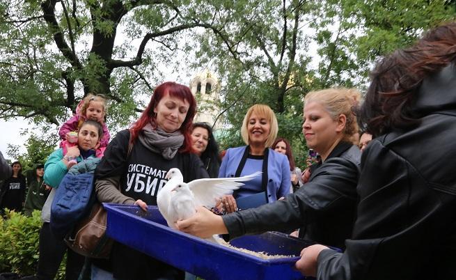 Парламентът прие закона за личната помощ, майките вдигат палатковия лагер