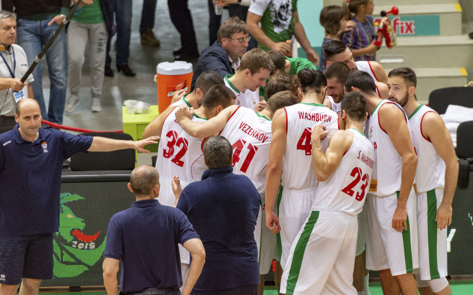 Звездите се наредиха за България в баскетбола, мечтата за Световно е жива