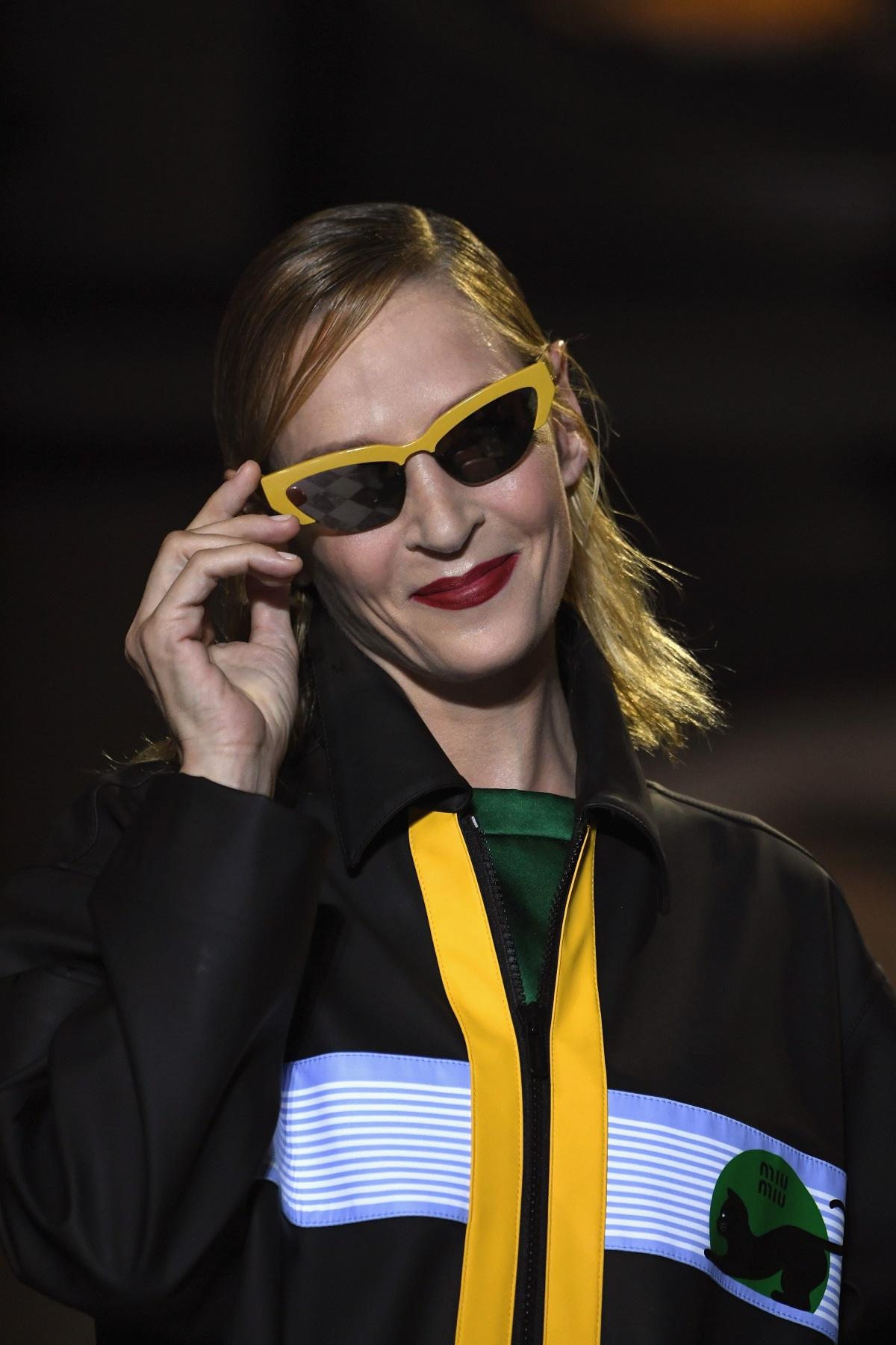 Фризьорите, погрижили се за прическите на моделите от ревюто на италианската марка Miu Miu, заложиха на мокрия ефект в косите. Актрисата Ума Търман също бе част от модното шоу.