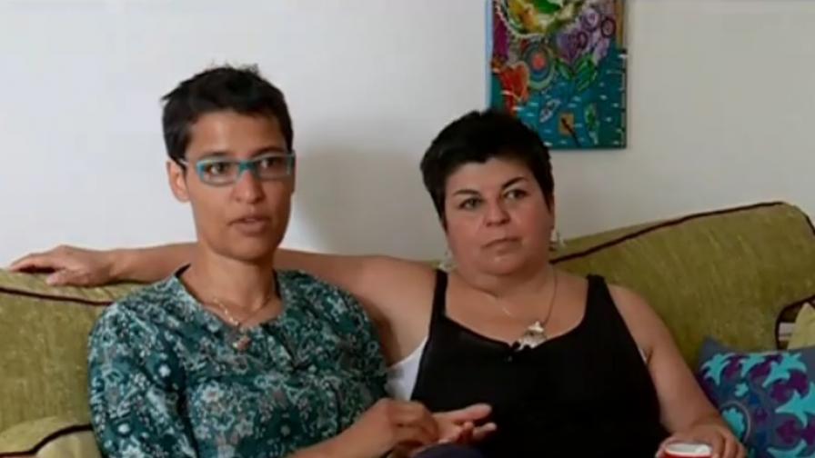 Защо семейство лесбийки избра село до Попово