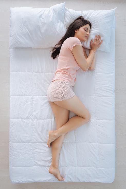 - Много е важно да изберем добър матрак, който да държи в правилна позиция гръбнака, докато спим.