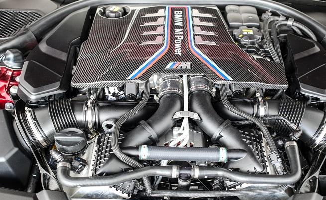 Ето го сърцето на BMW M5. Предишният V10 е заменен от 4,4-литров V8 битурбо двигател, генериращ 600 к.с. и 750 Нм. Мечта.