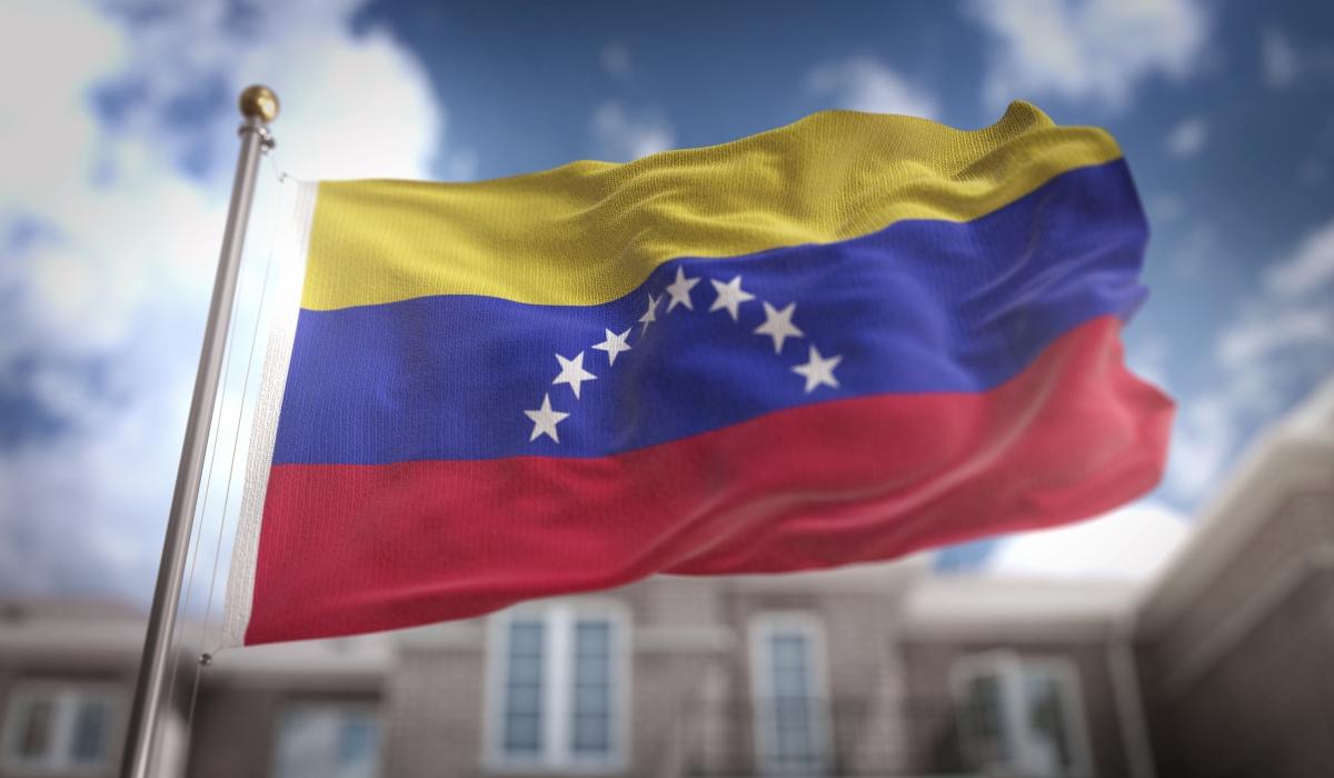 """Венецуела е получила името от откривателя си, Алонсо де Охеда, който видял индианците, които плавали с лодките си. Това му напомнило на Венеция. От там идва и името - """"малката Венеция""""."""