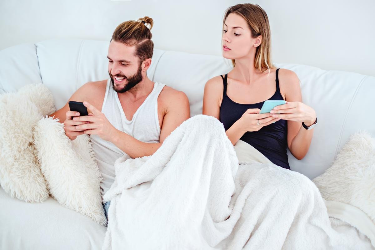 Ревност. Ако имате навика да сте ревниви към партньорите си: имате храна за размисъл. Ако задушавате някого с непрекъснати съмнения, вероятността да отблъснете човека, вместо да го задържите, е много по-голяма.