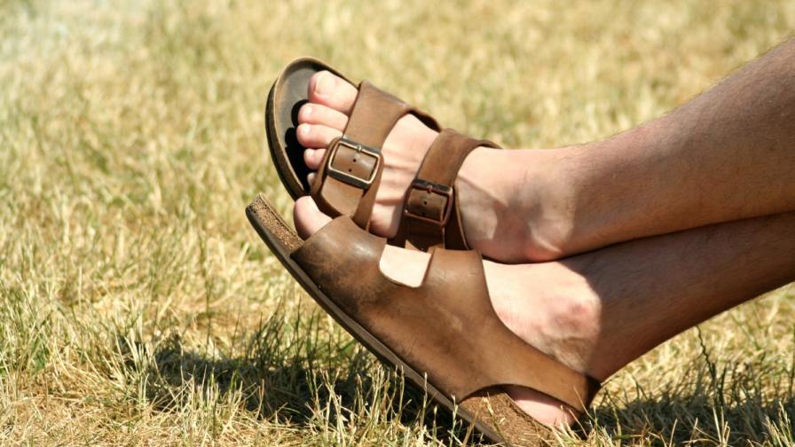 Да или не на мъжките сандали