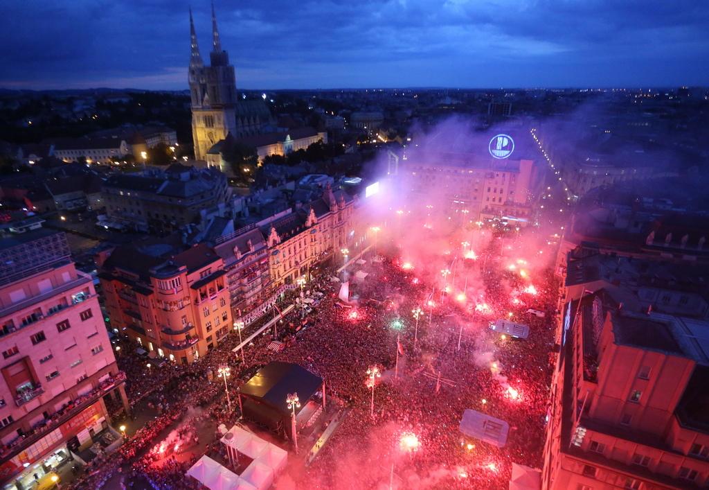 Около половин милион души взеха участие в посрещането на хърватския национален отбор по футбол в Загреб. Както организаторите на събитието съобщиха от сцената на централния площад в столицата, приблизително всеки осми жител на страната с население от 4 милиона души, е излязъл навън, за да посрещне футболистите.
