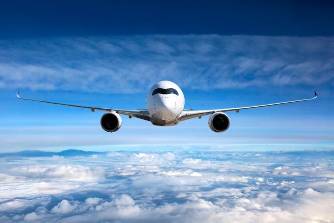 Двойно по-малък е рискът човек да умре при инцидент със самолет – 1 към 9821.