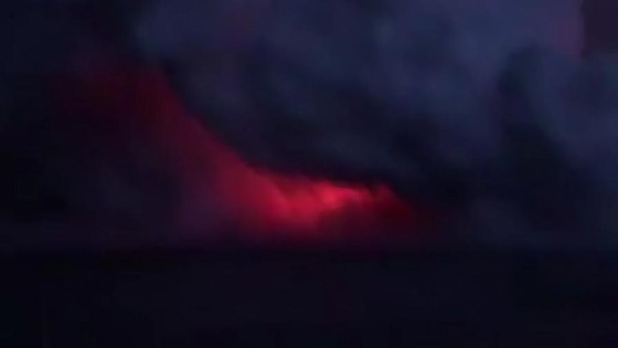 Вулканичната бомба удари кораб, десетки пострадали (ВИДЕО)