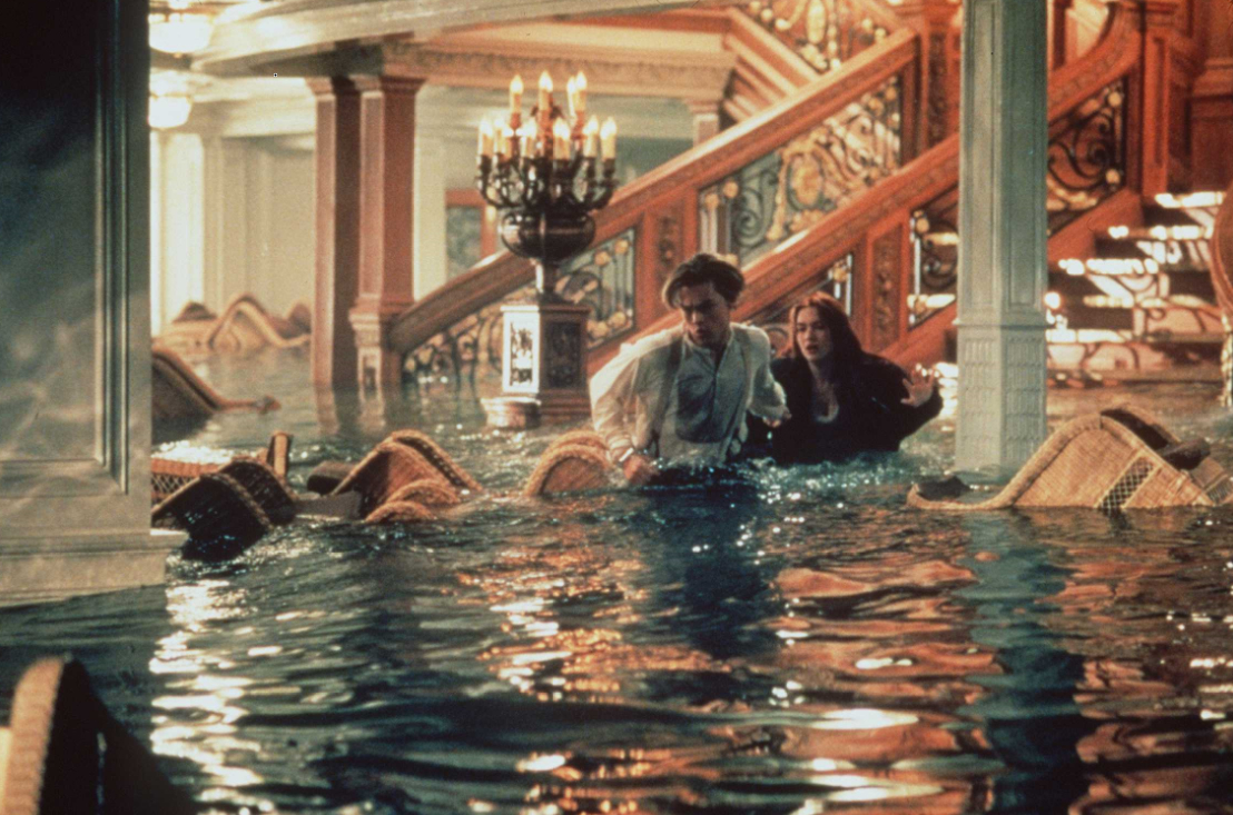 """Всички помним великата секс сцена между Роуз и Джак от """"Титаник"""". Кейт Уинслет казва, че била изключително притеснена от сцената. За да успее да преодолее стреса, тя казва, че се """"изключва"""" и става Роуз, която обича Джак. А когато смимките приключили, дори и станало леко тъжно."""