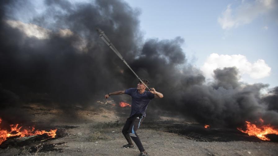 <p>Израел на прага на война, над 300 ракети, изстреляни от Газа</p>
